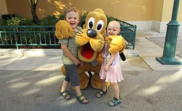 Sofie im Disneyland - Kinderwunsch erfüllt dank Spende
